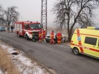 Po nárazu do stromu zemřel mladý řidič u Kurovic