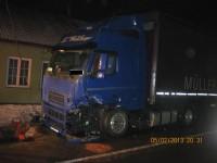 Čelní střet kamionu a osobního vozidla u Starého Hrozenkova