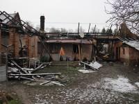 Rodinný domek v Hošticích zachvátily plameny