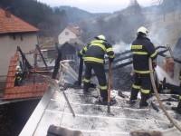 Kůlna vyhořela, hospodářské stavení zachránili