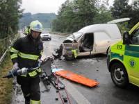 Čelní střet osobních vozidel na Bobrkách skončil těžkým zraněním
