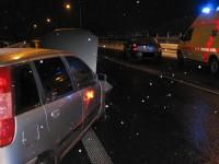 Namrzající sníh na vozovce zaskočil v pondělí některé řidiče