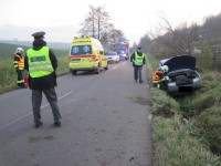 Kroměřížsko - vozidlo ukončilo jízdu v příkopu u silnice