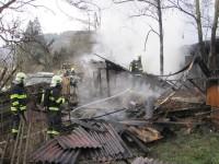 U požáru stodoly v Lidečku zasahuje pět jednotek hasičů