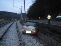 Nehoda osobního auta omezila na čtvrt hodiny železniční dopravu