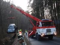 Řidič ukončil svoji jízdu v potoku mezi obcemi Ludkovice a Březůvky
