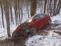 Střet dvou osobních vozidel, oba řidiči skončili v nemocnici