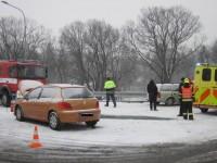 Havarovaná vozidla blokovala nájezd na obchvat Holešova