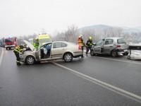 Pět zraněných osob po střetu dvou automobilů ve Vsetíně
