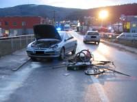 Nehoda dvou osobních vozidel a cyklisty ve Zlíně