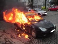 Požár zničil osobní vozidlo, posádka ho včas opustila