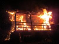 Noční požár zničil chatku ve Zlíně