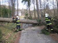 Silný vítr zaměstnal hasiče v celém Zlínském kraji