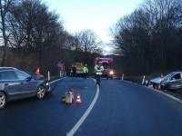 Dvě dopravní nehody, dva zranění, tři zničená vozidla