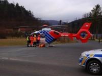 Zraněnou ženu po nehodě transportoval do nemocnice vrtulník