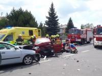 Z šesti účastníků nehody ve Fryštáku jedna osoba zemřela