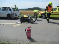 Tragická dopravní nehoda motocyklu a osobního vozidla